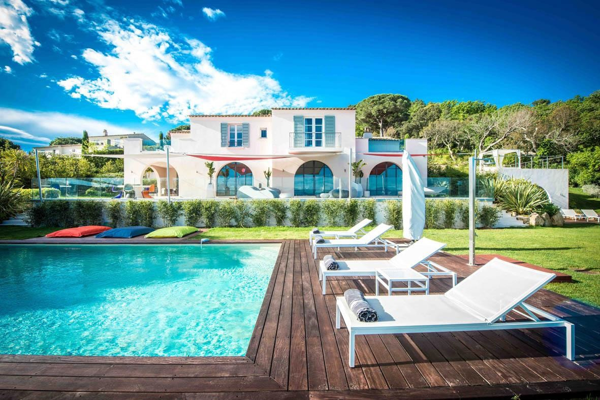 Ramatuelle – Ref P3039 – In a park with private golf practice