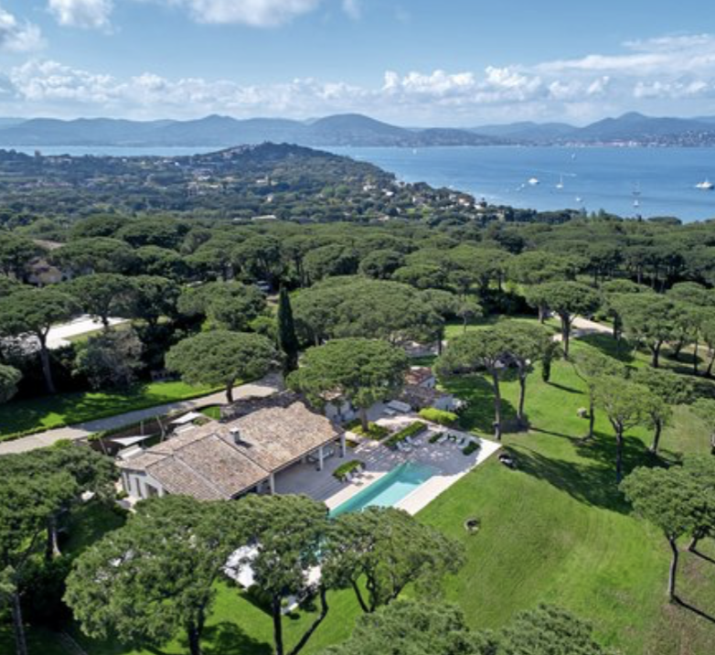 Saint-Tropez – Ref P3054 – In the heart of a superb park