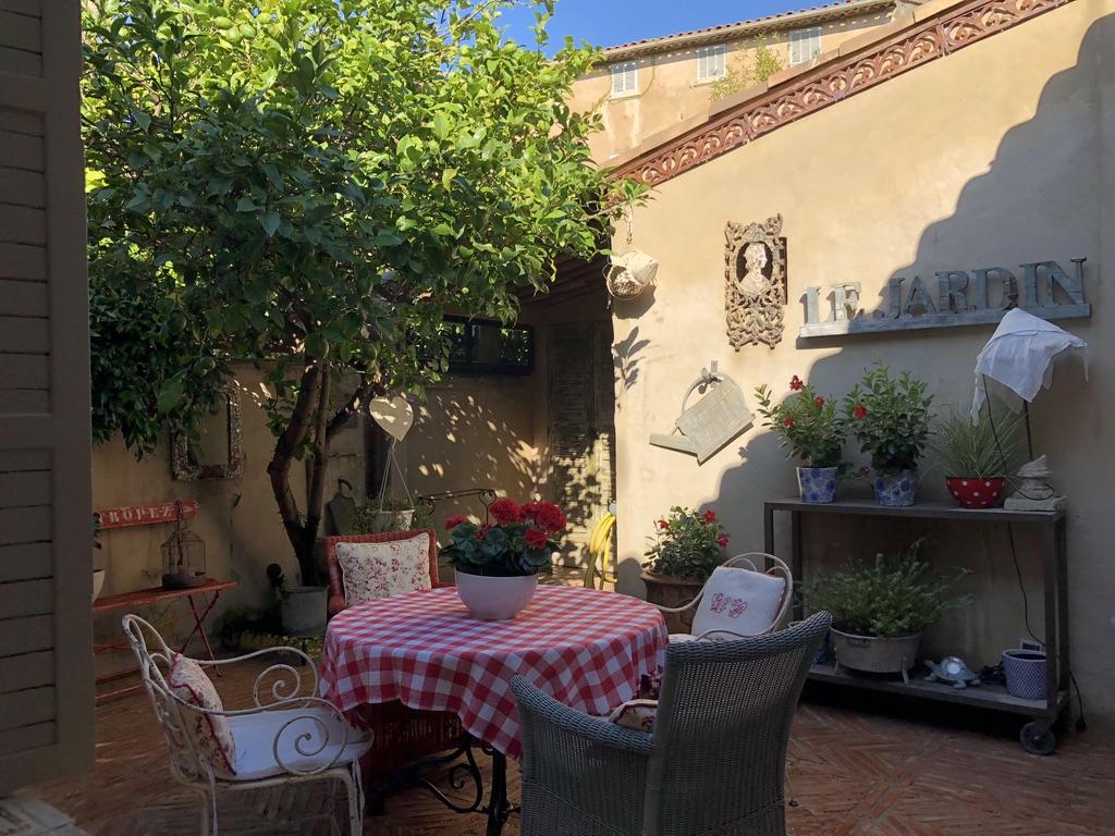 Saint-Tropez – Ref A606MV – Village house on one level
