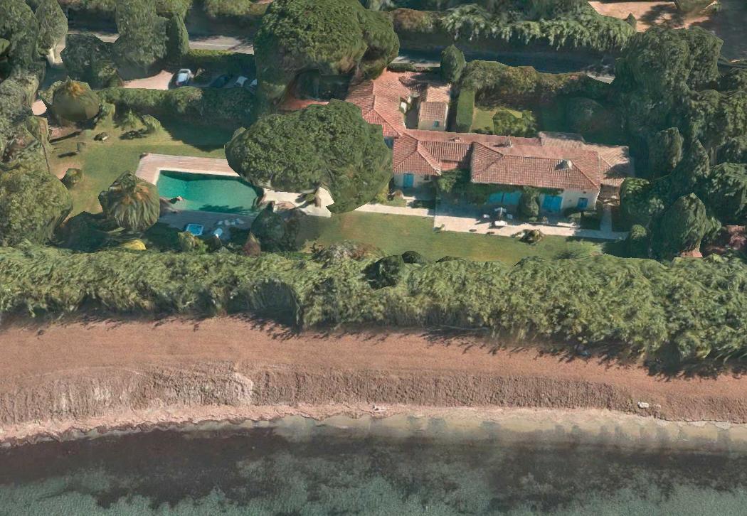 Saint-Tropez – Ref P3080 – Waterfront villa in Les Canoubiers