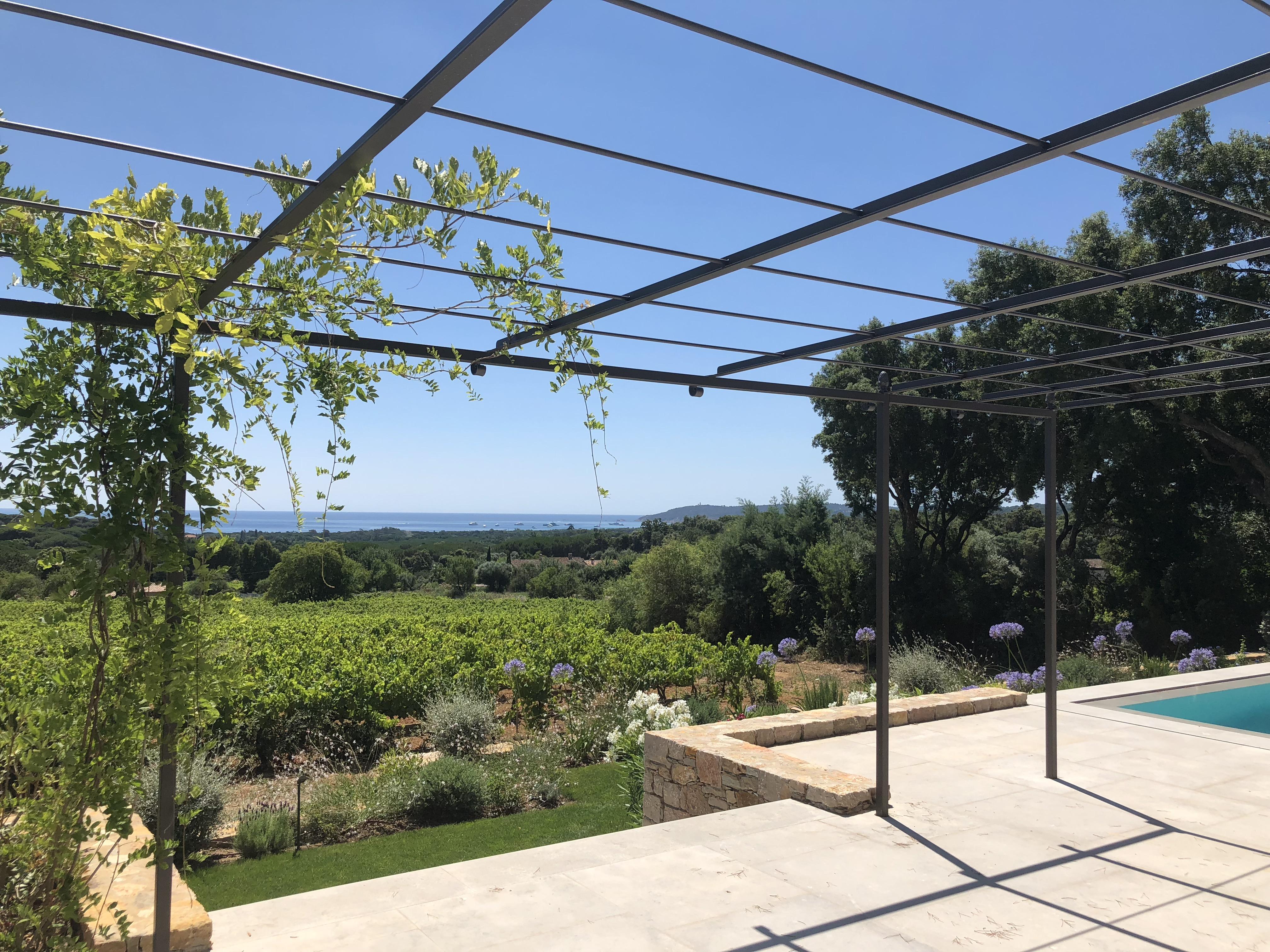 Saint-Tropez – Ref P3009 – Élégante villa neuve avec vue mer