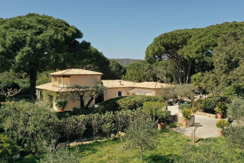 Bouis-Saint-Tropez-Dream-Houses-P3103-2