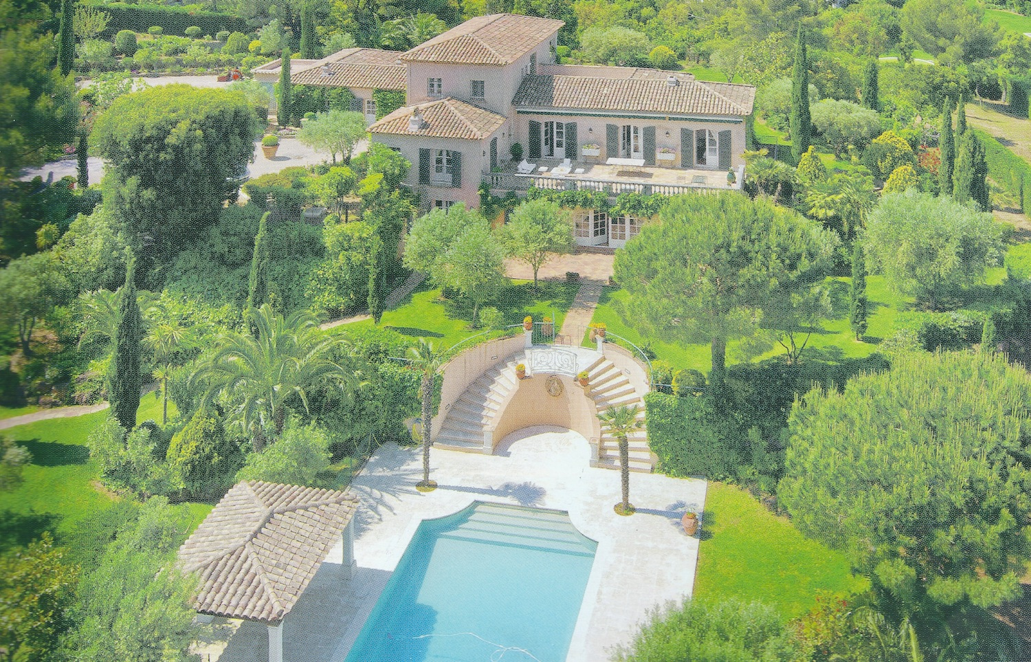 SAINT-TROPEZ – Ref P3074 – Elegant Bastide to refresh